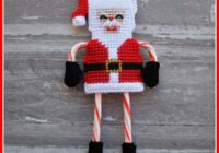 This fun Santa candy cane holder is quick and easy to make. It holds 2 candy canes that form his arms and legs. Get the plastic canvas pattern here!