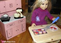 Learn how to make an American Girl doll sized baking sheet pan using just a scrap of balsa wood and aluminum foil. It's easy to make for your 18 inch doll kitchen! See this tutorial and more AG doll crafts here.