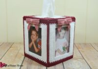 This A Heart Full of Memories plastic canvas tissue cover pattern is easy to stitch and would make a great gift for grandparents! Learn how to make it here!