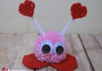 Make a cute pom pom love bug for Valentine's Day with this free plastic canvas pattern.  Kids will love them! Learn how easy it is to make one here.