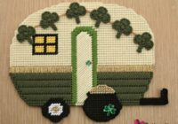 This cute St Patricks Day camper plastic canvas plastic canvas pattern features a shamrock banner and a pot of gold!  Keep reading to learn how to get the pattern.